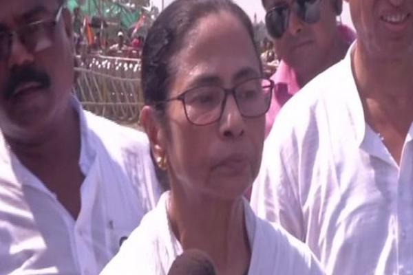 बंगाल के परिणाम से ममता बनर्जी को लगा झटका, TMC की बैठक बुलाई