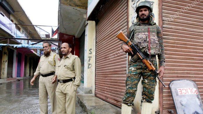 आधी रात से कश्मीर में 2जी मोबाइल इंटरनेट सेवा हुई बहाल