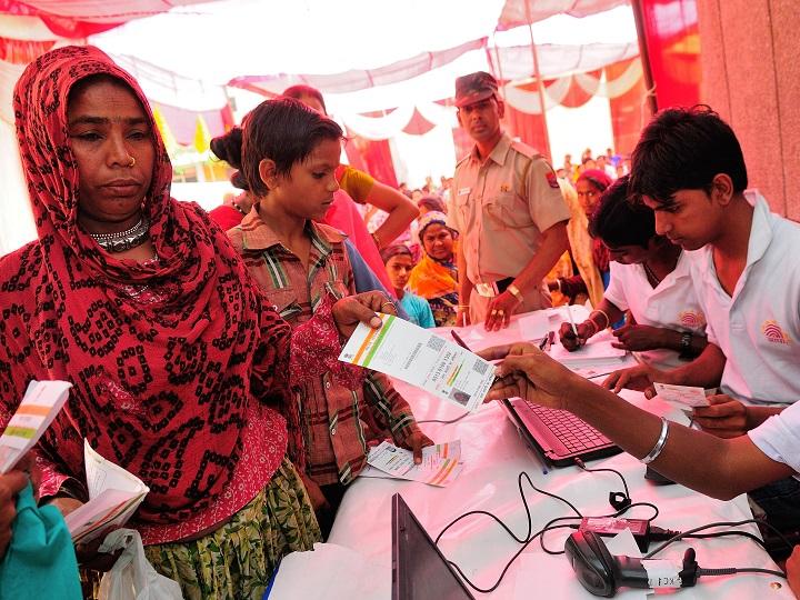 आधार से जुड़ने जा रहा है आपका वोटर आईडी कार्ड, कानून में बदलाव करेगी मोदी सरकार
