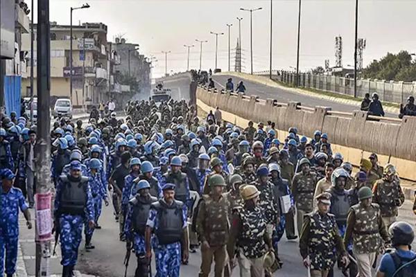 दिल्ली हिंसा में अब तक 42 लोगों की मौत, मौजपुर क्षेत्र का उपराज्यपाल अनिल बैजल ने किया दौरा
