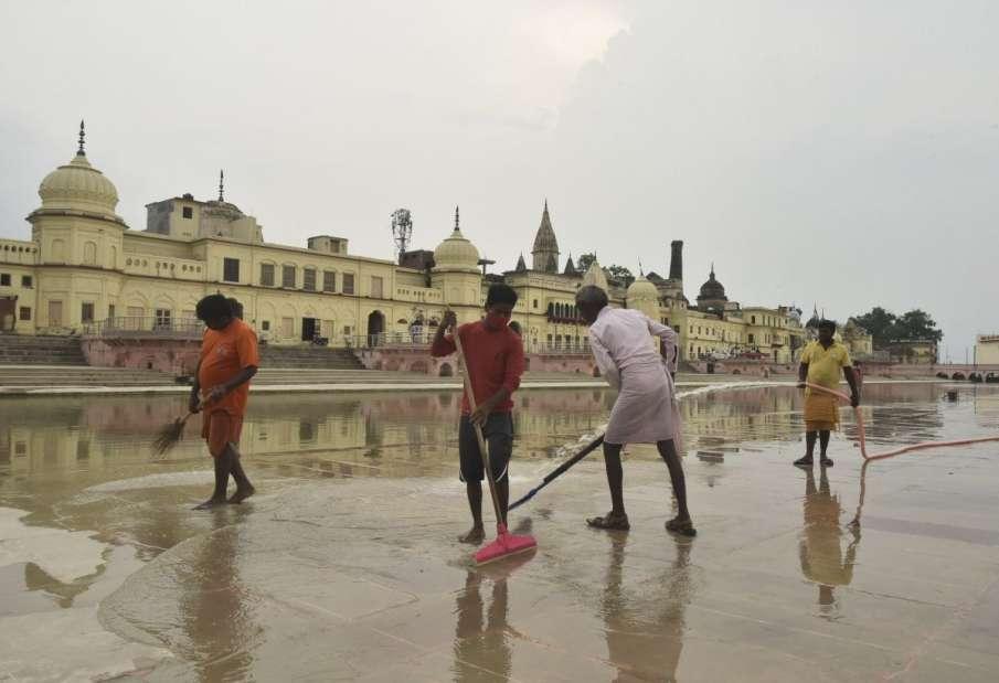राम मंदिर भूमिपूजन के लिए आडवाणी और जोशी सहित 175 लोगों को निमंत्रण, मंच पर पीएम मोदी सहित होंगे सिर्फ 5 लोग