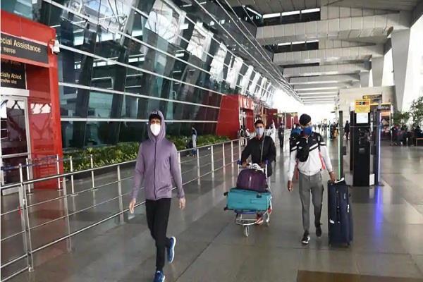 सरकार ने वीजा पर हटाई रोक, पर्यटकों को छोड़ सभी विदेशी नागरिकों को भारत आने की छूट