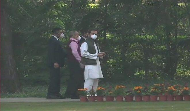 सोनिया, राहुल और अन्य कांग्रेस नेताओं ने इंदिरा की 103वीं जयंती पर दी श्रद्धांजलि